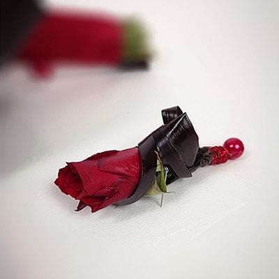 Anstecker für den Bräutigam mit Rose