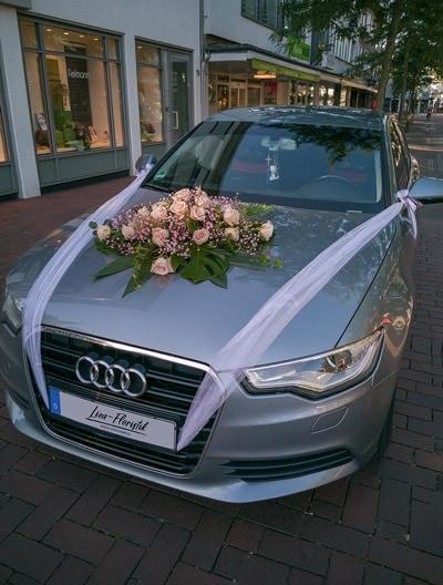 Hochzeit - Autodekoration mit Ecuador Rosen eines Audi A4