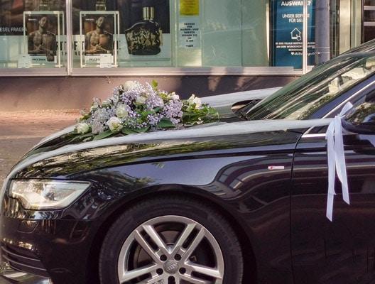 Hochzeit - Autodekoration, Bouquet mit Ecuador Rosen eines Audi