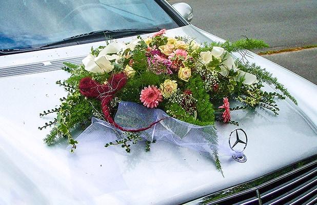 Hochzeit - Autoschmuck eines Mercedes